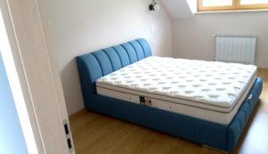 kék franciaágy matraccal
