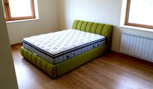 zöld franciaágy matraccal
