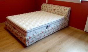 franciaágy matraccal mintás