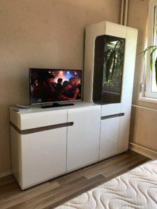modern magasfényű nappali szekrények